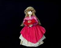 Bambola della donna, fatta della buccia del cereale con la BG nera Immagini Stock Libere da Diritti