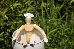 Bambola di legno in stazione termale Immagini Stock