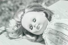 Bambola di sonno in bianco e nero Fotografia Stock