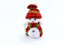 Bambola sveglia del pupazzo di neve su fondo bianco, giocattolo per natale Fotografia Stock