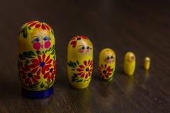 Bambole, babushkas o matryoshkas russi di incastramento Fotografia Stock