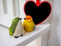 Bambole dell'uccello fatte dello stucco Fotografia Stock