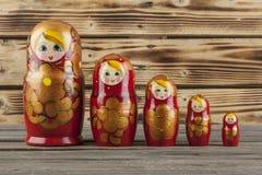 Bambole di babushkas o di Matrioshka Fotografie Stock