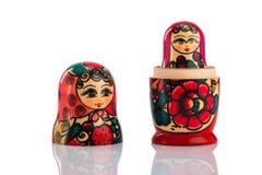 Bambole di babushkas o di Matrioshka su un bianco Immagine Stock