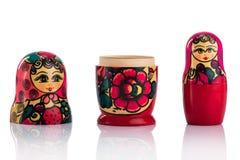 Bambole di babushkas o di Matrioshka su un bianco Fotografie Stock Libere da Diritti