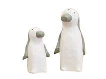 Bambole di legno del pinguino isolate su fondo bianco Percorso di ritaglio Fotografia Stock Libera da Diritti
