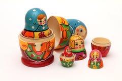 Bambole di Matryoshka su priorità bassa bianca Fotografia Stock Libera da Diritti