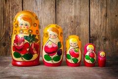 Bambole di matryoshkas o di Babushkas Fotografia Stock Libera da Diritti