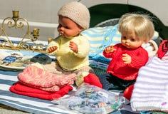 bambole di plastica della seconda mano 70s per tricottare knowhow all'aperto Fotografia Stock Libera da Diritti