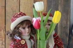 Bambole e fiori immagini stock