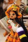 Bambole fatte a mano tradizionali da vendere fotografie stock