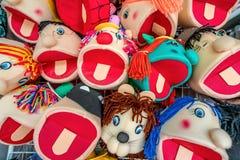 Bambole fatte a mano variopinte in Olinda, Pernambuco, Brasile immagine stock libera da diritti