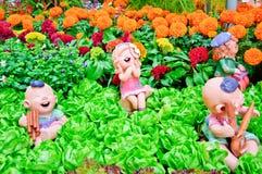 Bambole felici in giardino Immagini Stock