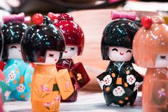 Bambole miniatura orientali tradizionali della geisha immagine stock
