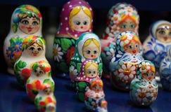 Bambole russe di incastramento di Matrioshka Immagine Stock