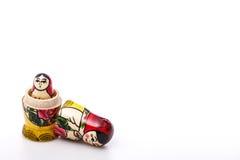 Bambole russe Matryoshka isolato su un bianco Fotografie Stock Libere da Diritti