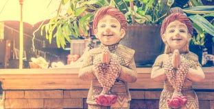 Bambole tailandesi Sawasdee di saluto con lo spazio della copia Immagini Stock