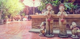 Bambole tailandesi Sawasdee di saluto con lo spazio della copia Fotografia Stock Libera da Diritti