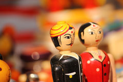 Bambole variopinte dell'argilla delle coppie, Fotografie Stock Libere da Diritti