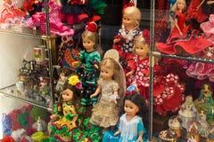 Bambole in vestiti per il ballo di flamenco, ricordi nel negozio in Spagna fotografie stock libere da diritti