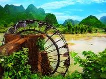 bamboo колесо воды стоковые фото