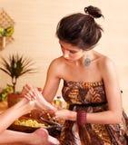 bamboo нога получая женщину спы массажа Стоковые Изображения RF