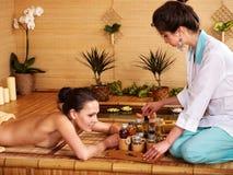 bamboo получая женщина спы массажа Стоковое Изображение RF