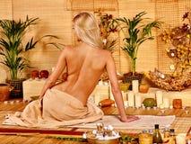bamboo получая женщина спы массажа Стоковая Фотография RF