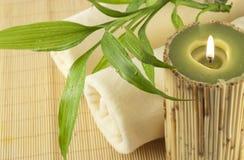 bamboo свечка над полотенцами завода Стоковое Изображение RF