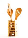 bamboo сделанная кухня установленными утварями Стоковая Фотография