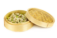 Bamboo steamer with dumplings Royalty Free Stock Photos