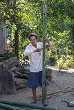 Bambou de coupe d'homme Images libres de droits
