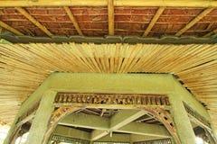 Bambou et chaume avec la structure de ciment Image stock