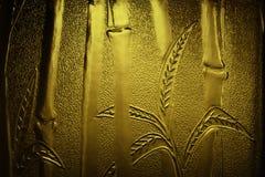 Bambou gravé en relief d'or photos libres de droits