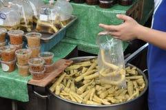 Bambu doce fervido no mercado de rua Imagens de Stock