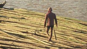 Bambu flotte, mekong, Kambodja, South East Asia lager videofilmer