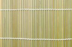 Bambu som är matt för rullsushi; Japansk mat Arkivfoton