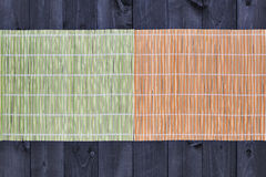 Bambu som är matt på trätabellen, bästa sikt royaltyfri foto