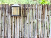 Bambufäktning och ligh royaltyfria foton