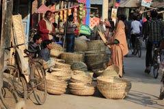 Bambukorgmarknad i Bangladeshbamboo korgmarknad i Bangladesh arkivfoto