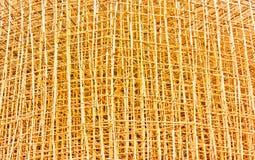 Bambumaterial till byggnadsställning i konstruktionsplats Arkivbild