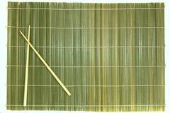 Bambupinnar och mattt Arkivbilder