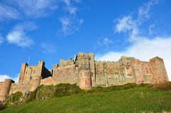 Bamburgh城堡在诺森伯兰角 免版税库存图片