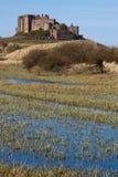 bamburgh城堡沙丘沙子 免版税库存图片