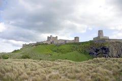 bamburgh城堡海运 免版税库存照片