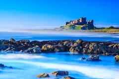Bamburgh城堡,英国的东北镇海岸 库存图片