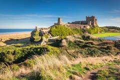 Bamburgh城堡高的看法  免版税库存图片
