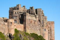 BAMBURGH, NORTHUMBERLAND/UK - 15-ОЕ АВГУСТА: Замок Bamburgh в Bam Стоковые Фото