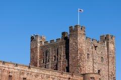 BAMBURGH, NORTHUMBERLAND/UK - 15-ОЕ АВГУСТА: Замок Bamburgh в Bam Стоковое Изображение RF