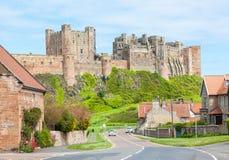 Bamburgh by och slott Arkivbilder